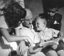 Joana Carolina, teacher, reading to her brothers and sisters, Lourdes, Homero and Umberto - Vitória, 1948