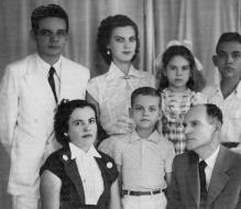 Clockwise, the writer, his sisters, Lourdes and Luciene, his father, Teóphanes, his brother, Homero, and his stepmother Eulália.
